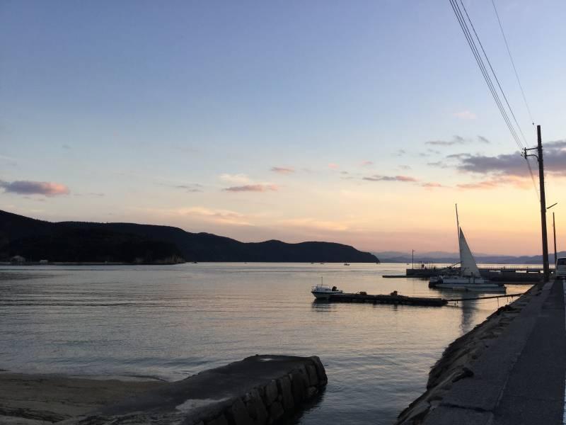 小豆島ふるさと村5 桟橋からの夕陽 ©(一社)小豆島観光協会