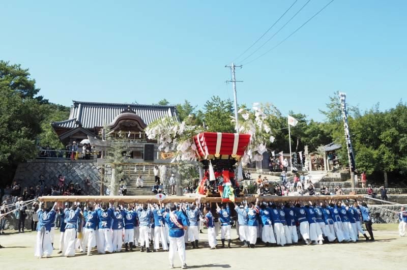 秋祭り1 土庄八幡神社 ©(一社)小豆島観光協会