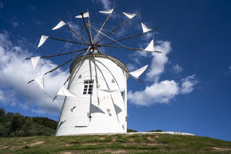 小豆島オリーブ公園5 ギリシャ風車 ©cubic-tt[島空撮]